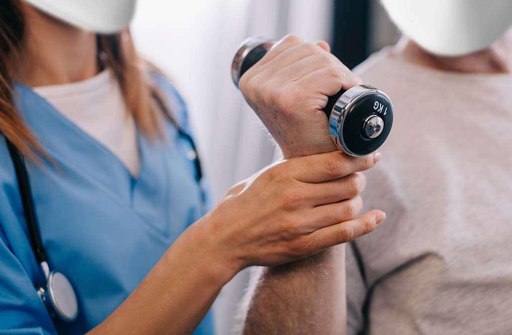 Os benefícios da fisioterapia neurológica em pacientes com Parkinson