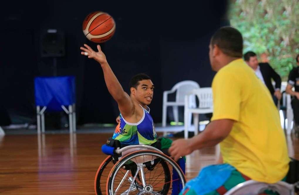 Conheça Dwan Gomes, o atleta que conheceu o mundo através do basquete de cadeira de rodas